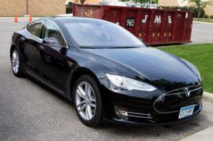Продажи машин Tesla в России выросли на 69%
