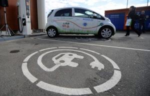 В 2017 году в России наладят выпуск станций для зарядки электромобилей