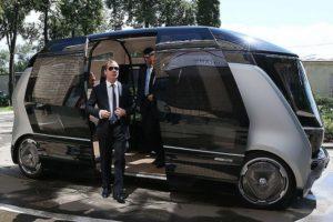 Медведев поручил обеспечить инфраструктуру для беспилотного транспорта в России
