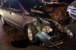 Пьяный гонщик протаранил автомобили на парковке в левобережье Новосибирска