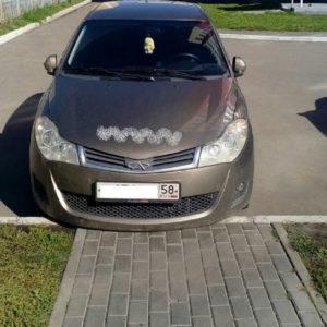 В Пензе молодая мама напомнила автомобилистам, что детские коляски не похожи на «внедорожники»
