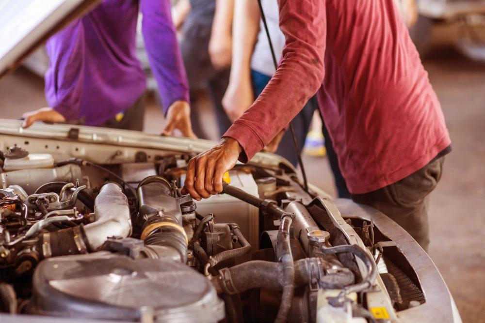 Оцениваем авто перед покупкой: Заглянем-ка под капот