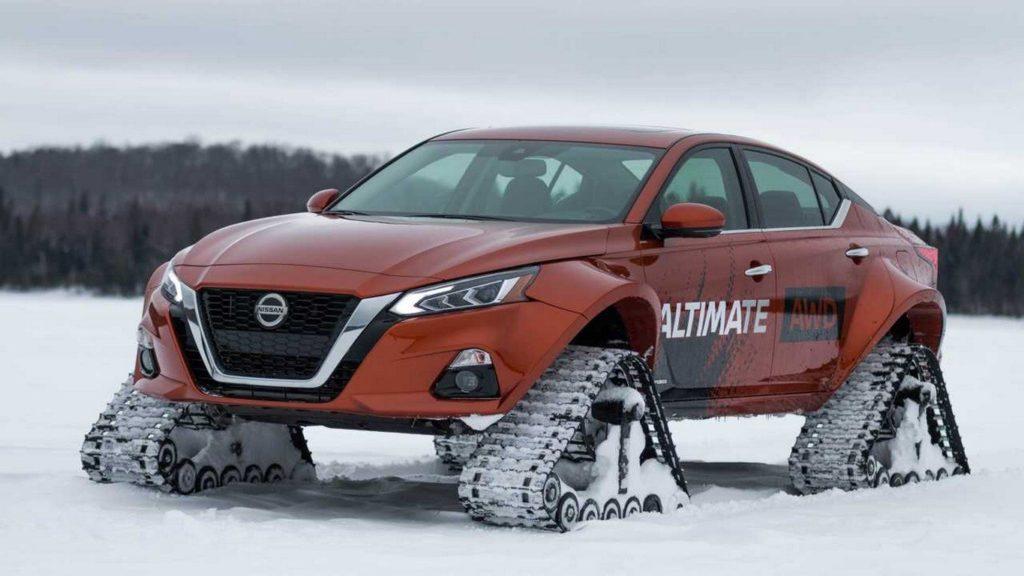 Nissan представил вездеходную версию седана Nissan Altima с гусеницами вместо колёс