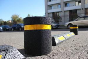 Пластиковые и металлические ограничители для транспорта: сигнальные столбики, парковочные барьеры, колесоотбойники