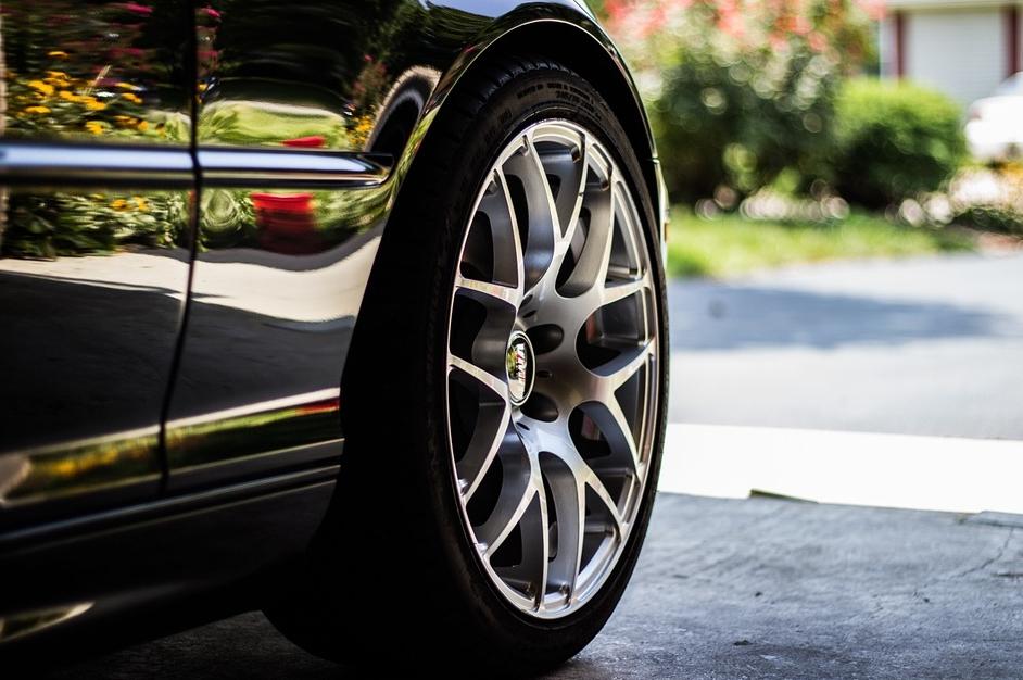 Надежные шины R17 для автомобиля