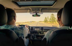 Инструктор по вождению на вашем автомобиле: преимущества и недостатки