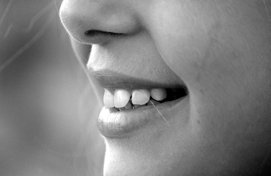 Имплантация зубов в Москве: система Все-на-четырех