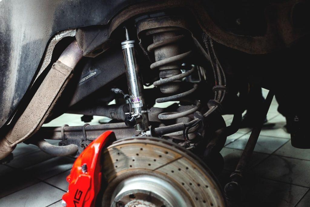 Замена передних и задних амортизаторов: рекомендации