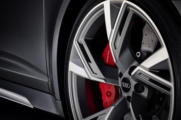 Audi RS6 avant модели 2021 года
