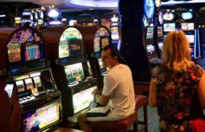 Играть в официальном казино Триумф