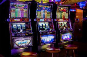 Онлайн или оффлайн казино: преимущества и недостатки