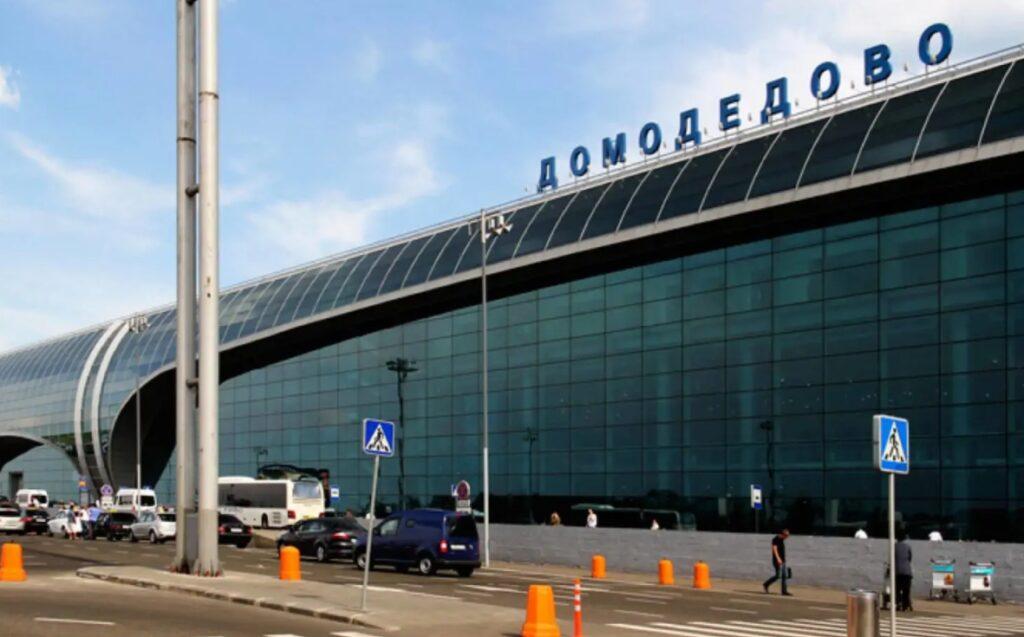 Как найти парковку в аэропорту Домодедово и рядом с ним