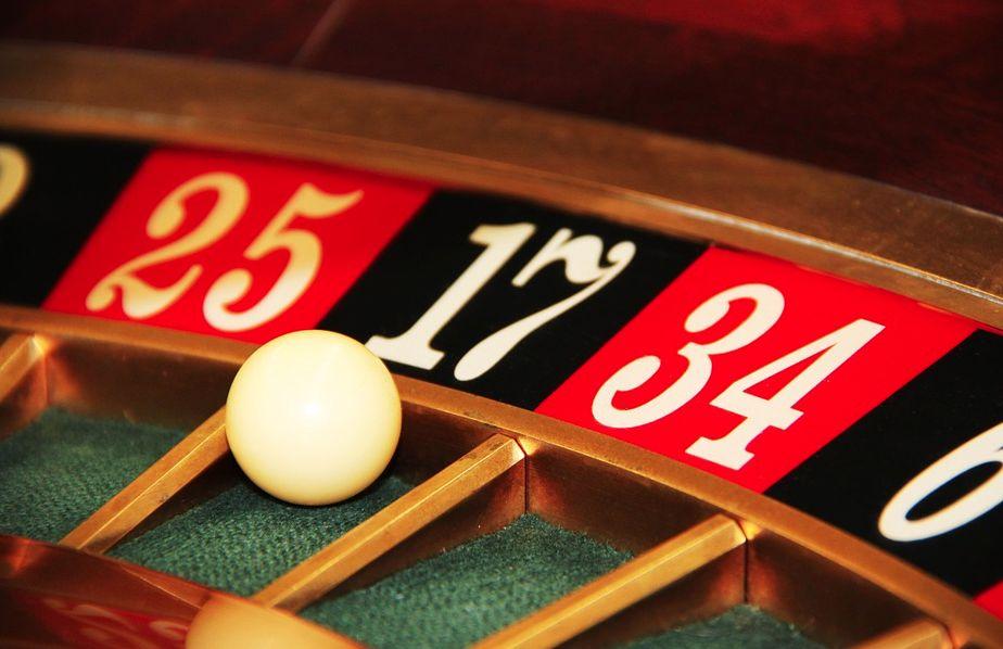 Онлайн казино играть на деньги. Как раскрутить депозит и вывести деньги на счет?